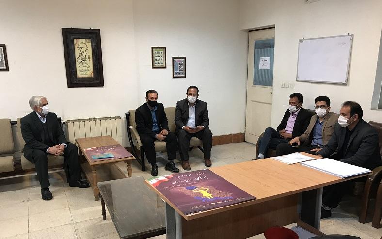 برگزاری جلسه با روسای آموزش و پرورش و خیرین شهرستان آباده طشک