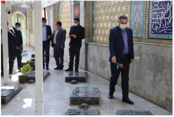 زیارت قبور مطهر شهدا در گلزار شهدای شهرستان استهبان